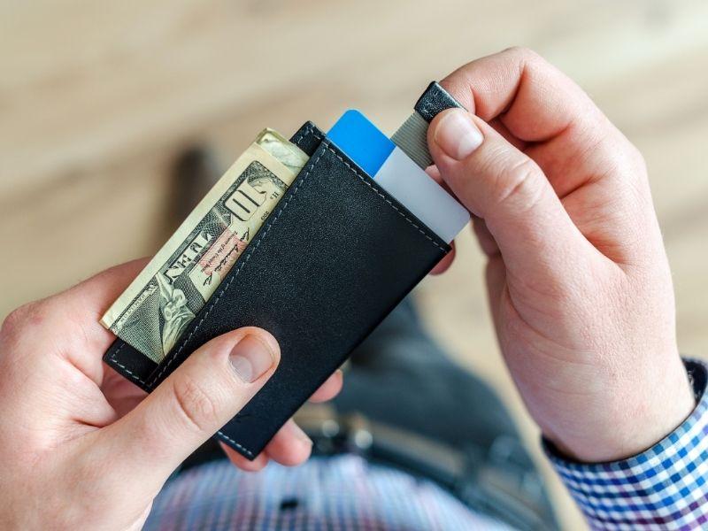 Karta walutowa, czy karta wielowalutowa – za i przeciw